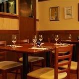 テーブル席(50席)テラス席(16席)カウンター席(8席)