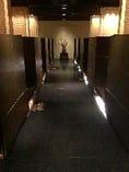 落ち着いた空間の半個室で神戸牛をご堪能いただけます