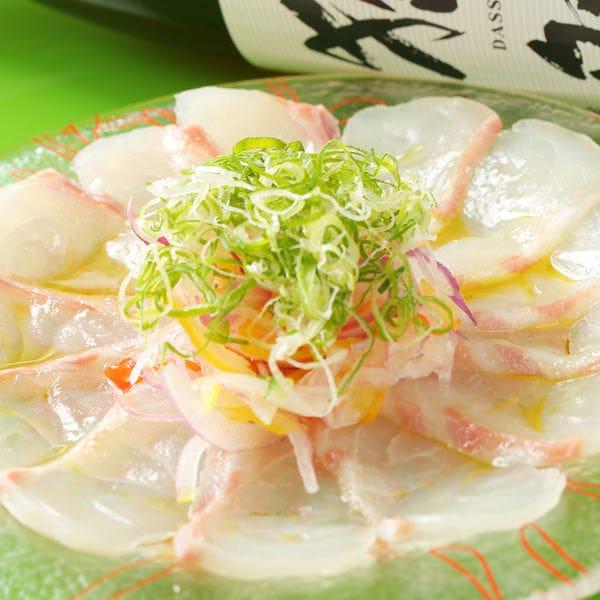 自ら市場に出向いて見極めた 旬の新鮮魚介を使用