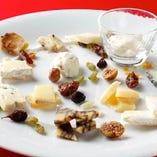 チーズ専門店『フェルミエ』さん直送チーズの盛り合わせ