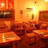 天然木を多用したカフェ風なカジュアルな店内!