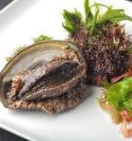 新鮮な魚介類も取り揃えており鉄板でおいしく調理いたします。