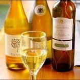 飲みやすいものから特別な1本まで、ワインは豊富にラインナップ
