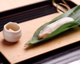 旬の魚の寿司を笹で包んだ定番の「笹寿司」。