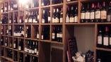 世界各国のワインは140種程グラス¥550~ボトル¥2100~