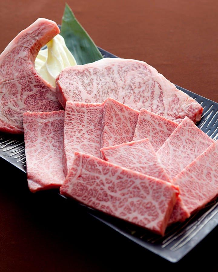 最高級ランクのお肉をしようしております。 特撰のお肉は当店で