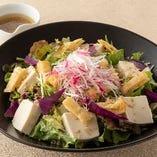 こんがりお揚げとじゃこの豆腐サラダ