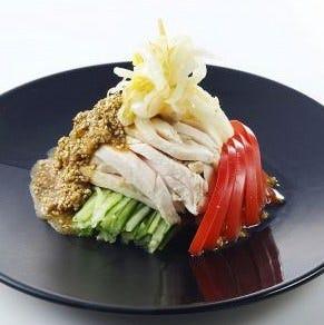 暖龍ならではの中華風仕立て 「柔らか蒸し鶏の棒棒鶏」