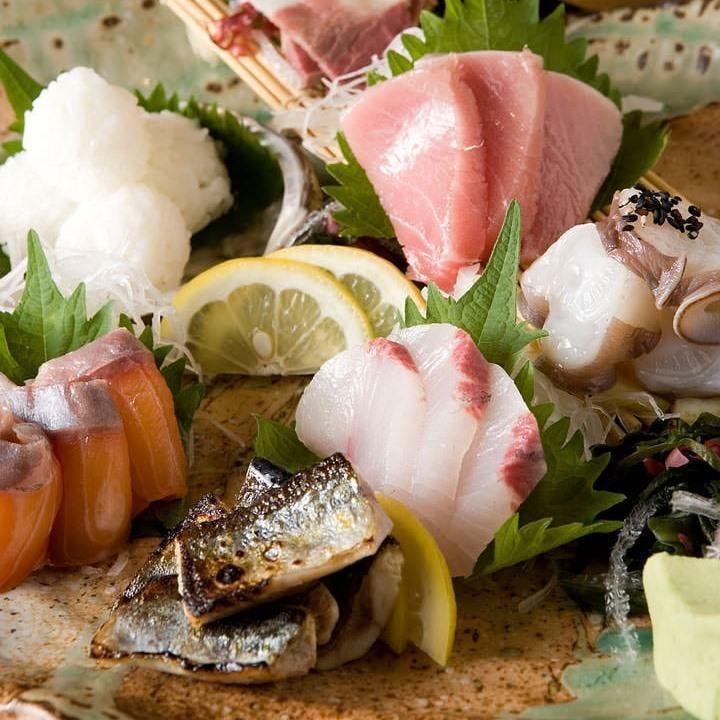 福岡中央市場から直送で仕入れる新鮮な天然魚のお刺身盛り