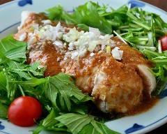 蒸し鶏の金ゴマソース京水菜添え