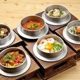 自慢の釜飯は「白米」か「五穀米」が選べます。全部で8種類。