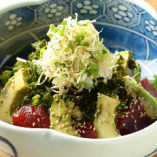 鮪と緑八種のサラダ