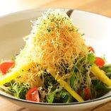 水菜とじゃが芋のパリパリサラダ