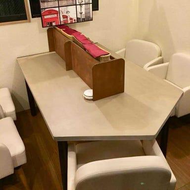 プレミアム貸切×絶品肉料理 ロンドンバス キッチン 店内の画像