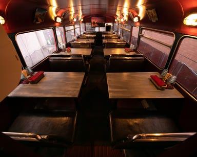 プレミアム貸切×絶品肉料理 ロンドンバス キッチン こだわりの画像