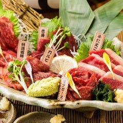 当店自慢!鮮度抜群の馬肉をお刺身で…多彩な部位の旨みの違いを楽しめます♪