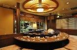 天ぷらカウンター中卓(10名) 揚げたての天ぷらコースがお召上がり頂けます。