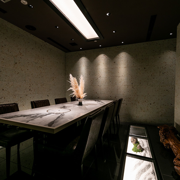 VIPルームは10名様まで。接待や会食、お顔合わせなどにどうぞ
