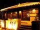 琉球家屋の店構え、赤瓦と漆喰シーサーがお迎えいたします