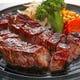 ステーキはカットしてご提供。ミニスープカレーのセットが人気!