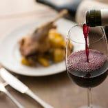 【ワイン】 チーズや小皿とともに。ワインバー利用も大歓迎!
