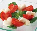 北海道産チーズとトマトのカプレーゼ