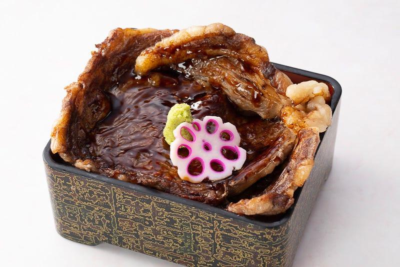 ニセコ米使用の特製お重、麺