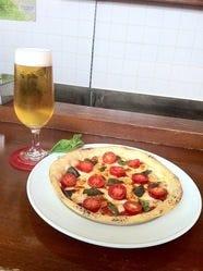 シェフの気まぐれピザ  パリパリのクリスピー生地 1000円