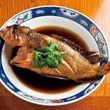 お寿司だけでなく、天然魚の煮付けや焼き物もおすすめです。