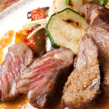 黒毛和牛ロースステーキガーリックバターソースが味を引き立てる