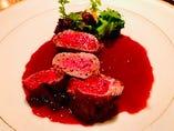 北海道産エゾ鹿肉フィレ肉のロースト赤ワインソース