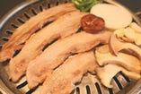 今人気の豚肉のサムギョプサル。ジューシーでさっぱりした味!