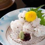 5月から9月は川床でお食事を。鱧や鮎など夏の味覚をご用意します