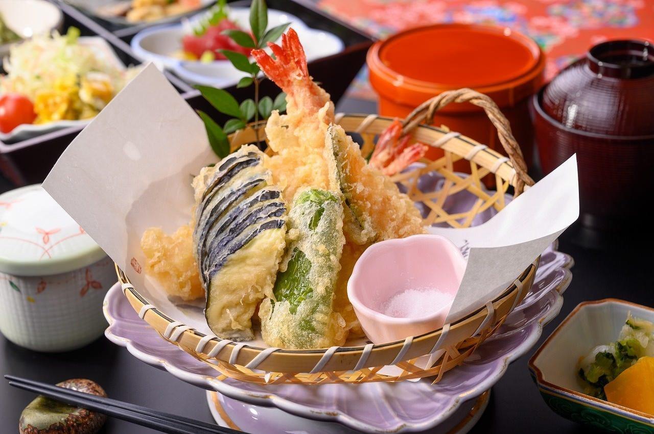 松花堂御膳と天ぷら盛り合わせ