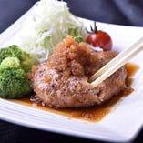 肉汁あふれるハンバーグ定食は、おろしポン酢であっさりと。