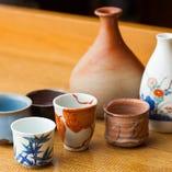 日本酒は料理の邪魔をしない純米酒が中心。好みの猪口が選べる。