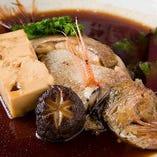 【煮付】その日仕入れた魚をじっくりと煮付けています