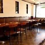 落ち着いた空間で美味しい料理とお酒で優雅な時間を過ごす