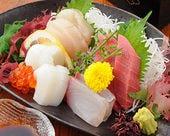 新鮮な鮮魚の刺身や肴も豊富