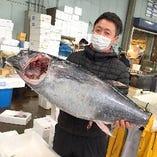 毎朝買い付ける鮮魚を使った新鮮なネタを提供