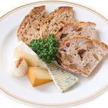 4タイプの味わいが魅力のチーズ盛り合わせ