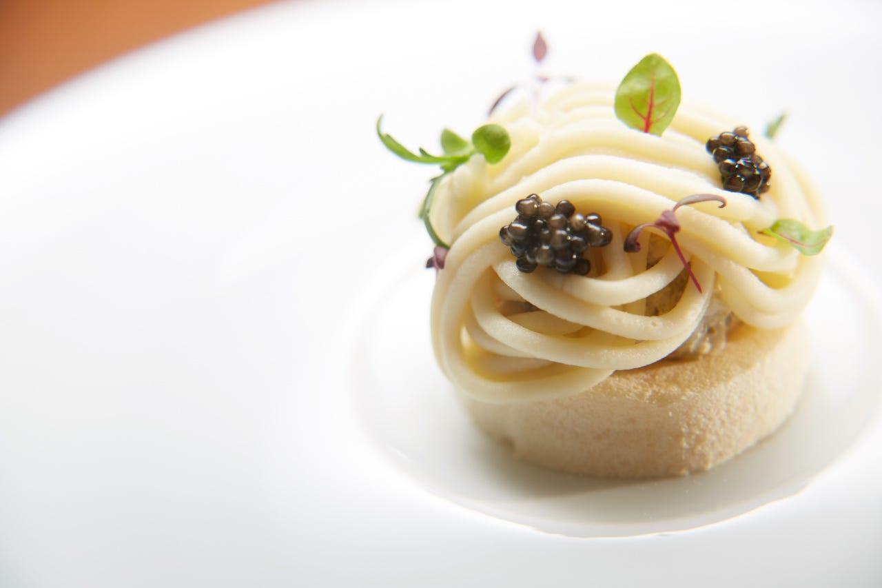前菜でモンブラン  根セロリのピューレとフォアグラの一皿