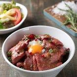 ランチ/二十一穀米のローストビーフ丼