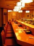 カウンターでごゆっくりと お寿司をご堪能下さい。