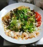 ボリュームたっぷり天風海鮮サラダ