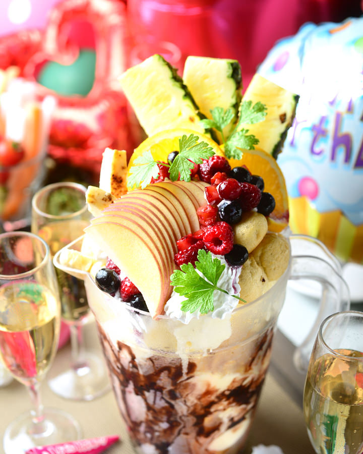 ≪3大特典≫ピッチャーパフェ(デザート盛)・花束・クラッカー