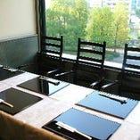 接待など大切な人とのお食事におすすめ!テーブル席(7名様まで)