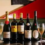 お祝いの日にスパークリングワインで乾杯・・・・・