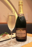 食前酒には、シャンパンと冷菜で。グラスワインもございます。