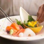 《懐石料理》 旬の美味を使いながら彩り鮮やかに仕立てます